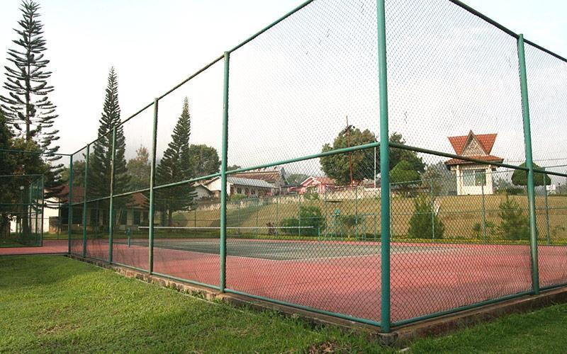 Sinabung Hills Resort Berastagi - Tennis Pool
