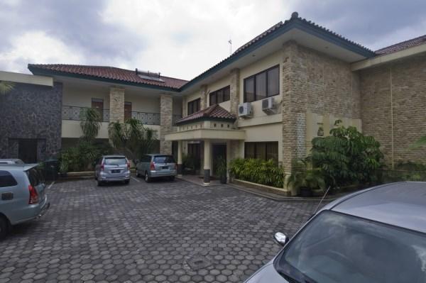 Griya Sentana Hotel Yogyakarta - Parkir dalam