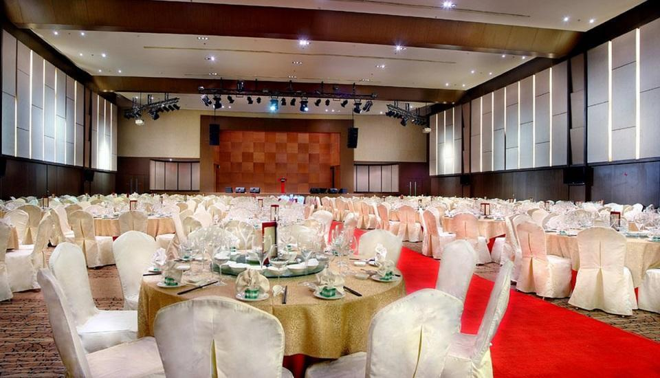 Grand Aston City Hall Hotel & Serviced Residences Medan - Ballroom