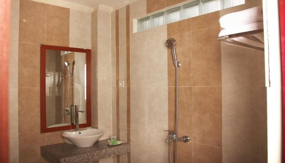 Lerina Hotel & Conference Banjarbaru - Bathroom
