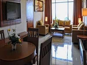 Patra Jasa Semarang Convention Hotel Semarang - Ruang tamu Executive Suite Villa