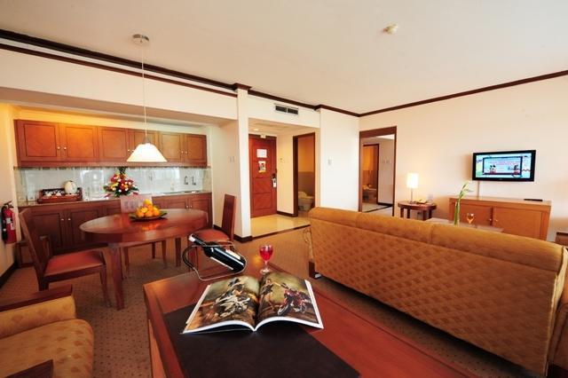 Patra Jasa Semarang Convention Hotel Semarang - Ruang keluarga kamar Executive Suite Hotel
