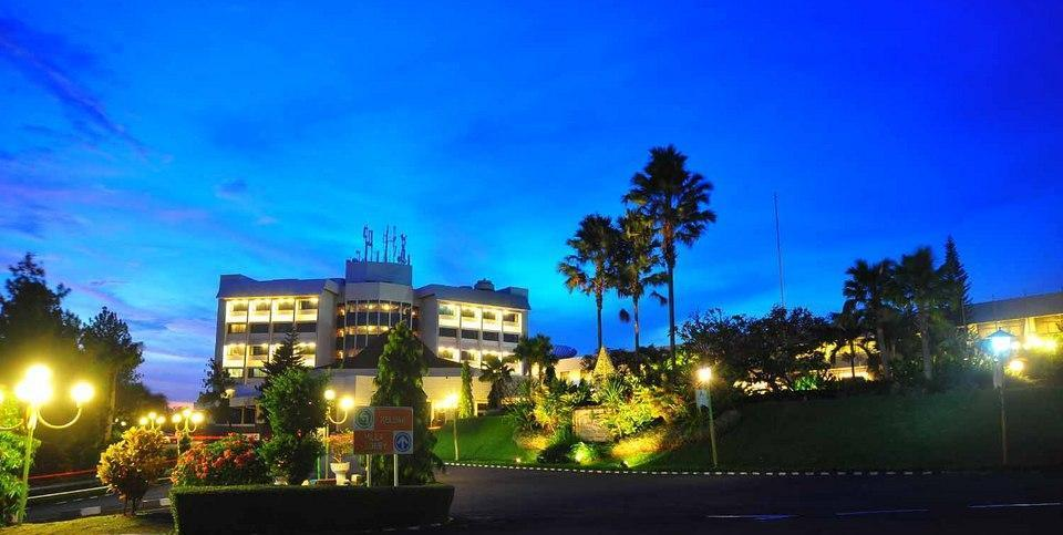 Patra Jasa Semarang Convention Hotel Semarang - Hotel tampak depan