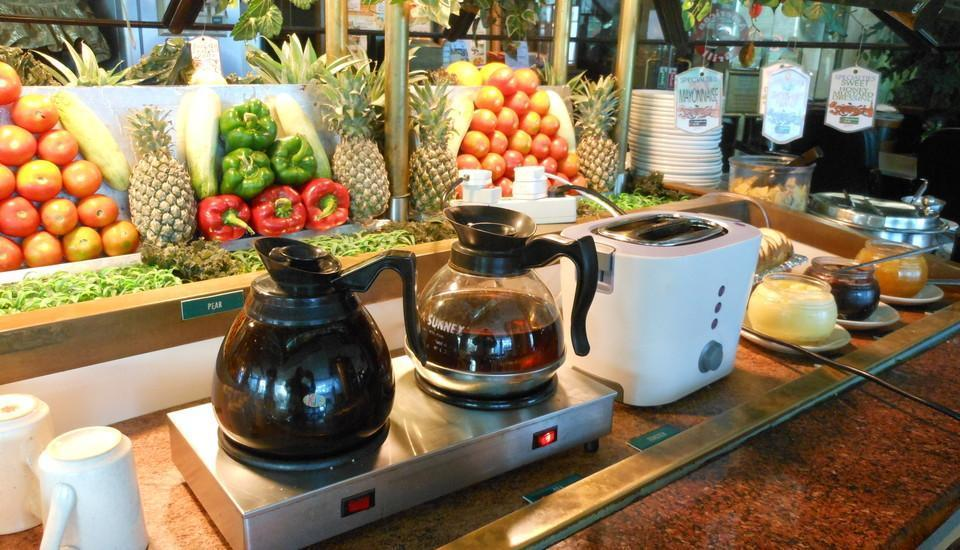 Business Hotel Jakarta - Superior Double Room with Breakfast Cheap Deals