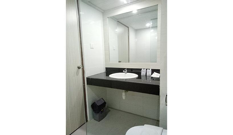 Hotel Seruni  Batam - Bathroom