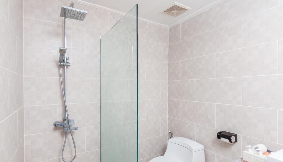 ZenRooms Seminyak Umalas Kauh - Kamar mandi