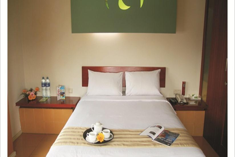 Sparks Hotel Mangga Besar Jakarta - Deluxe Room Only Minimum Stay 2 Night - 15 %