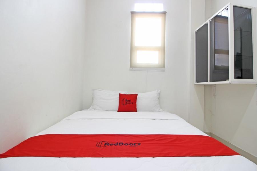 RedDoorz near RS Moewardi Solo - Guestroom
