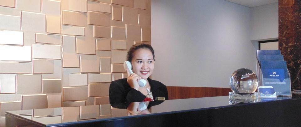 MOSCHA Hotel Gubeng Surabaya Surabaya - Resepsionis