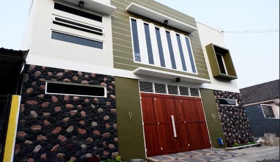 Tata Surya Homestay Syariah Malang - Exterior
