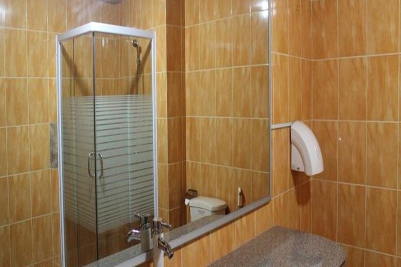 Hotel Resty Menara Pekanbaru - Kamar Mandi