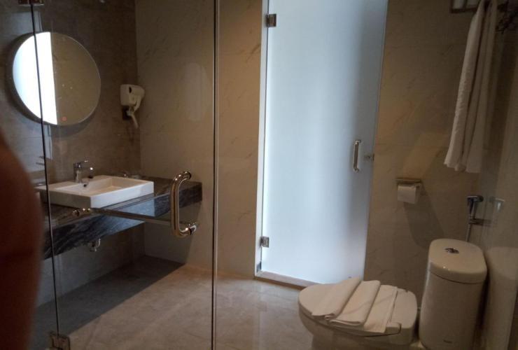 De Lobby Suite Hotel Batu - Bathroom