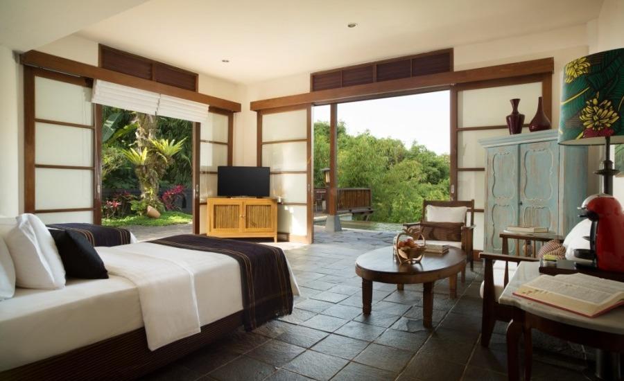 Novus Giri Resort & Spa Puncak - Pool Suite. Suite dengan plunge pool air hangat pribadi.