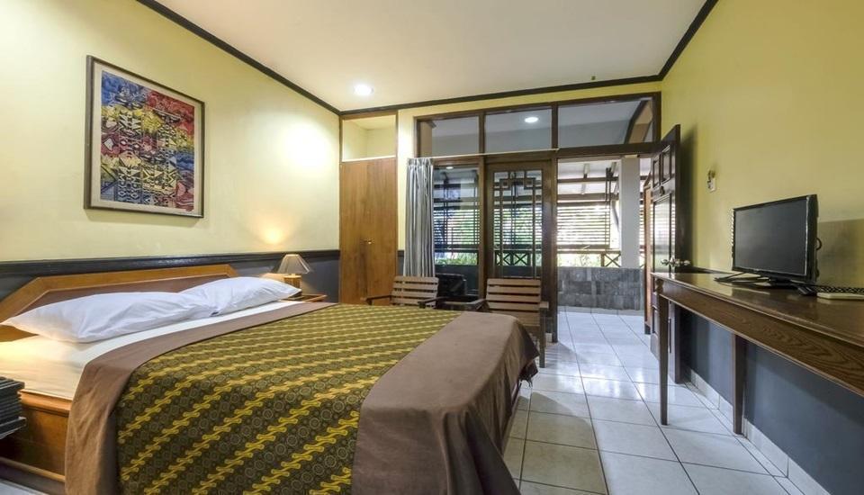 Hotel Wisnugraha Yogyakarta - Deluxe Double Breakfast Regular Plan