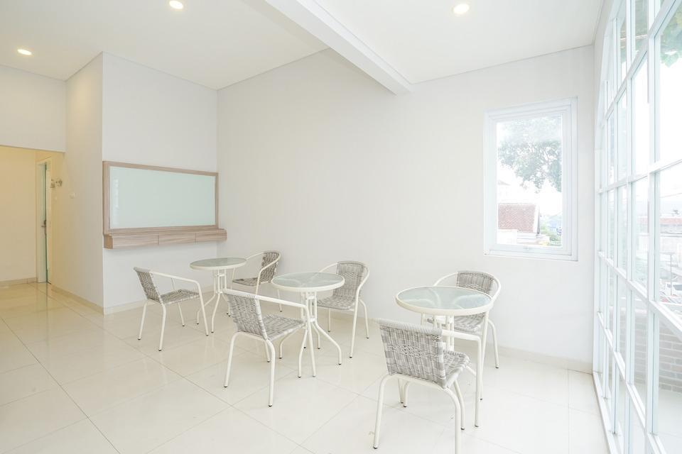 OYO 272 M Suite Homestay Malang - COMMON AREA
