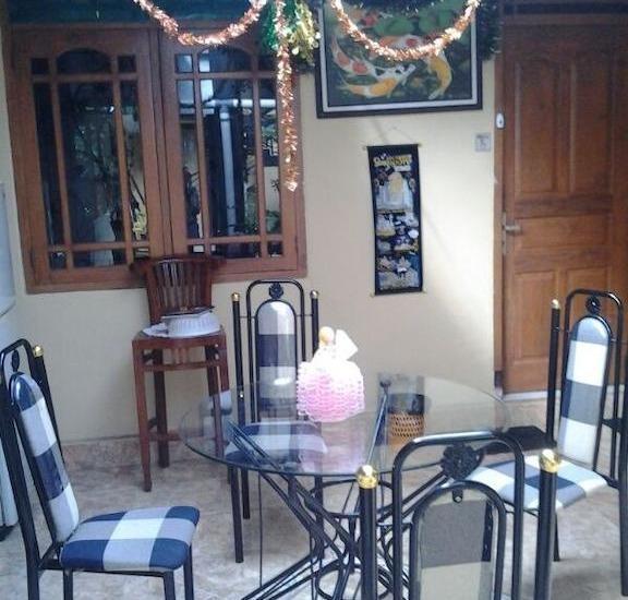 Ndalem Pundhi Guest House Yogyakarta - Kamar makan