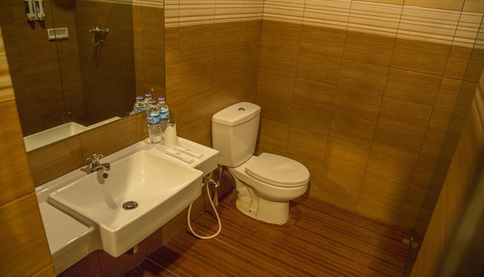 Grand Vella Hotel Pangkalpinang - Bathroom