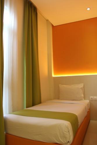 Dbest Express Hotel Bandung - Smart Room Only Single Bed Sharing Room Backpacker Regular Plan