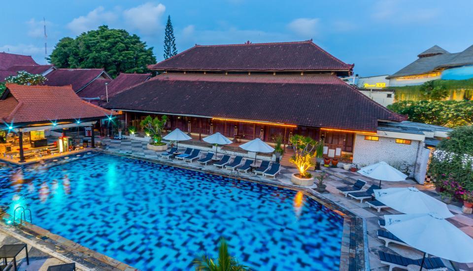 Grand Istana Rama Bali - Kolam Renang Ayodya dimalam hari