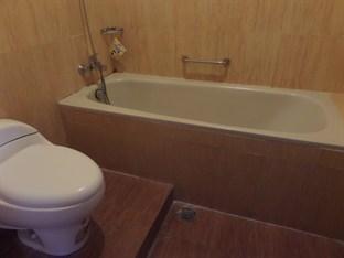 Emdi House Yogyakarta - Bathroom
