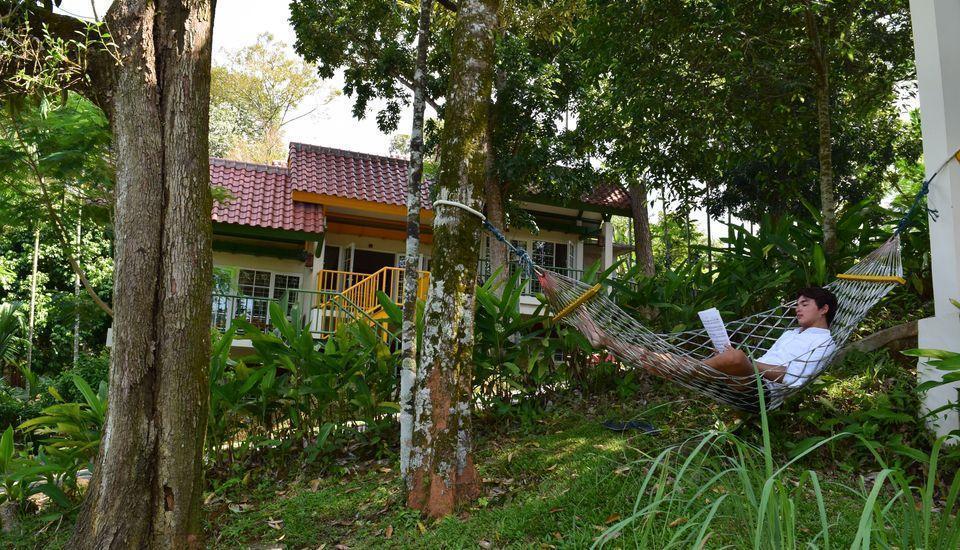 Hotel Deli River  Medan - Santai di ayunan
