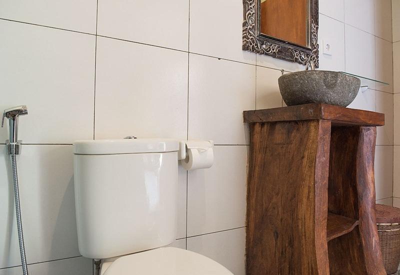 RedDoorz @Bangkilesan Mas Ubud Bali - Kamar mandi