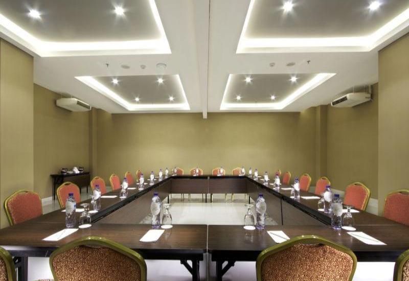 Whiz Prime Kelapa Gading - Meeting Room