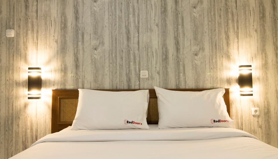 RedDoorz Near RS Hasan Sadikin Bandung - RedDoorz Room Regular Plan