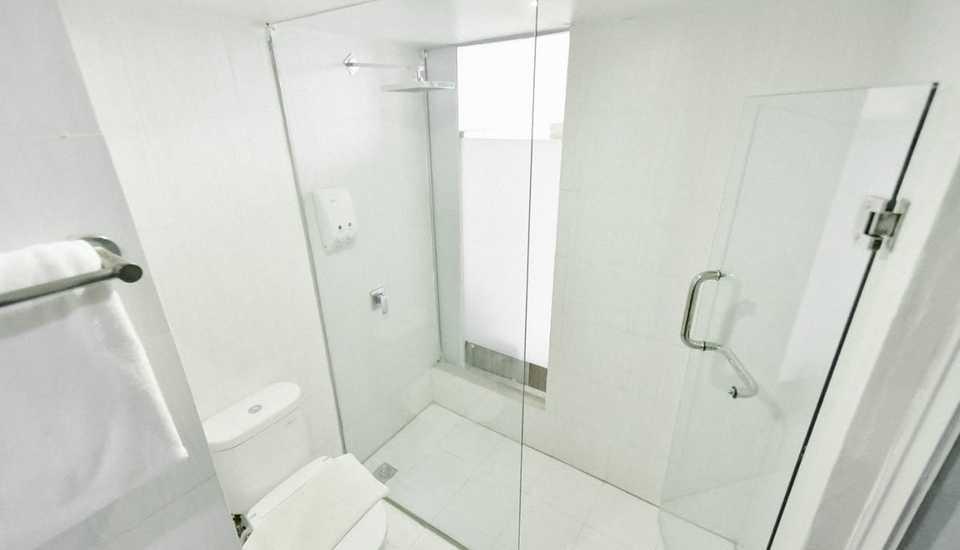 Win Grand Hotel Bekasi - Bathroom