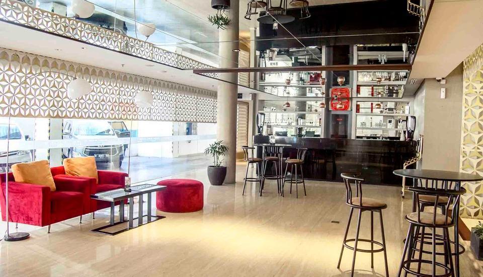 Crown Prince Hotel Surabaya - Lobby Lounge