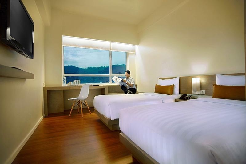 Grand Zuri Padang - Superior Twin Room Only Regular Plan