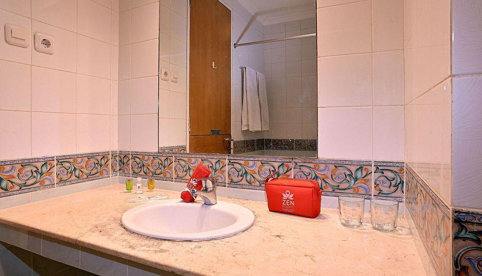 ZEN Rooms Pejaten Raya Jakarta - Kamar mandi