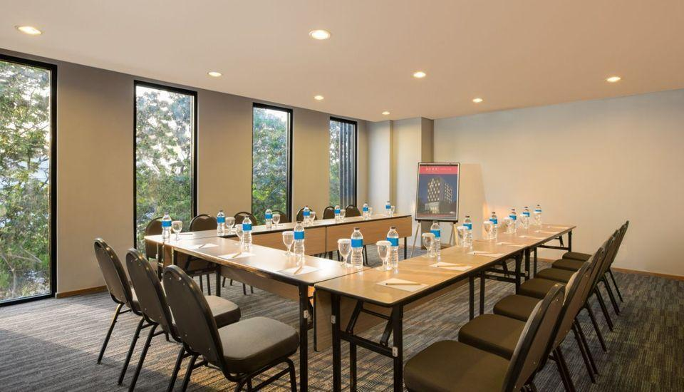 Ha Ka Hotel Semarang - Meeting Room