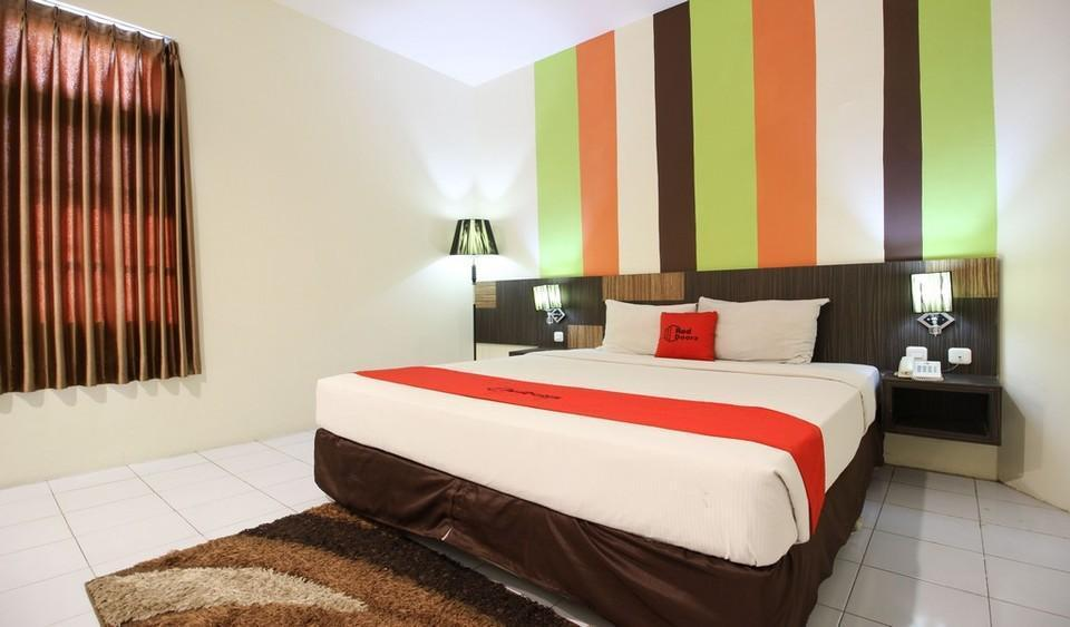Kamar penginapan di RedDoorz Plus near Keraton Yogyakarta 2