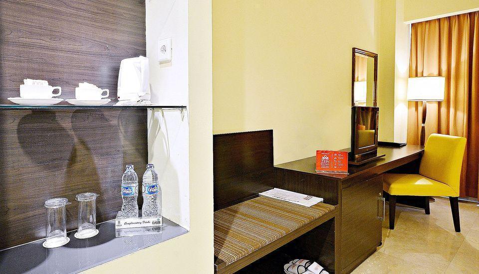 ZEN Premium Bandengan Selatan Jakarta - Interior Kamar