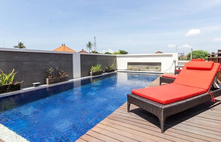 RedDoorz Plus near Sanur Beach 2 Bali - Kolam Renang