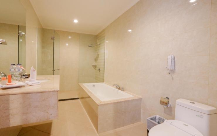 Aerotel Smile Makassar - Bathtub