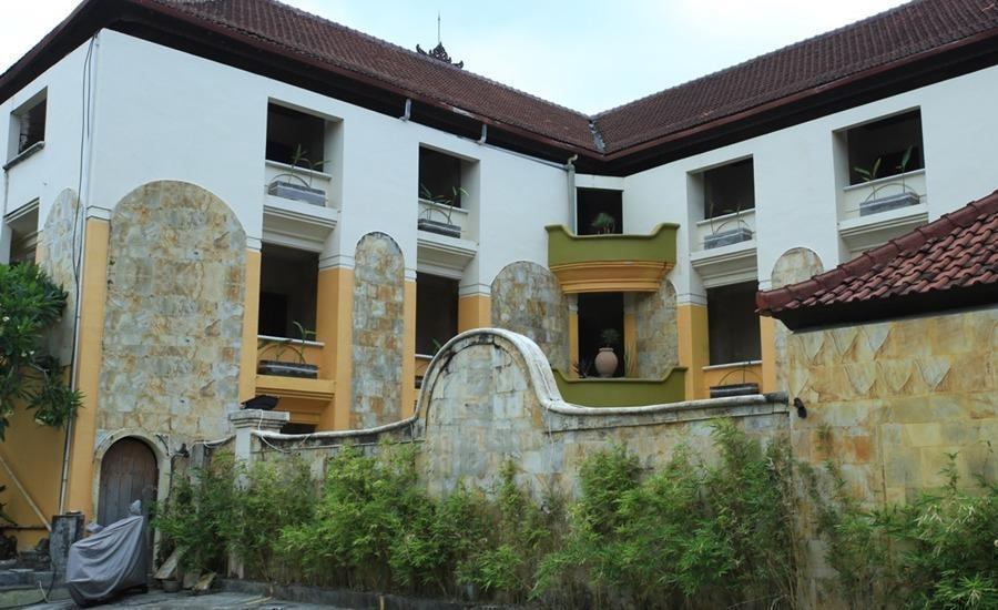 RedDoorz near Discovery Mall Kuta Bali - Exterior