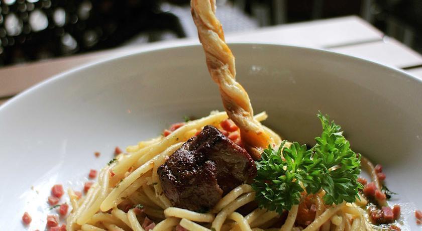 Artotel Surabaya - Meals