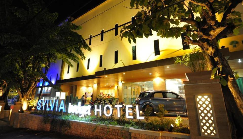 Sylvia Hotel Budget Kupang - Tampilan Luar Hotel