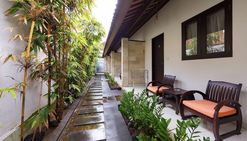 ZenRooms Legian Dewi Sri 3 Bali - Teras