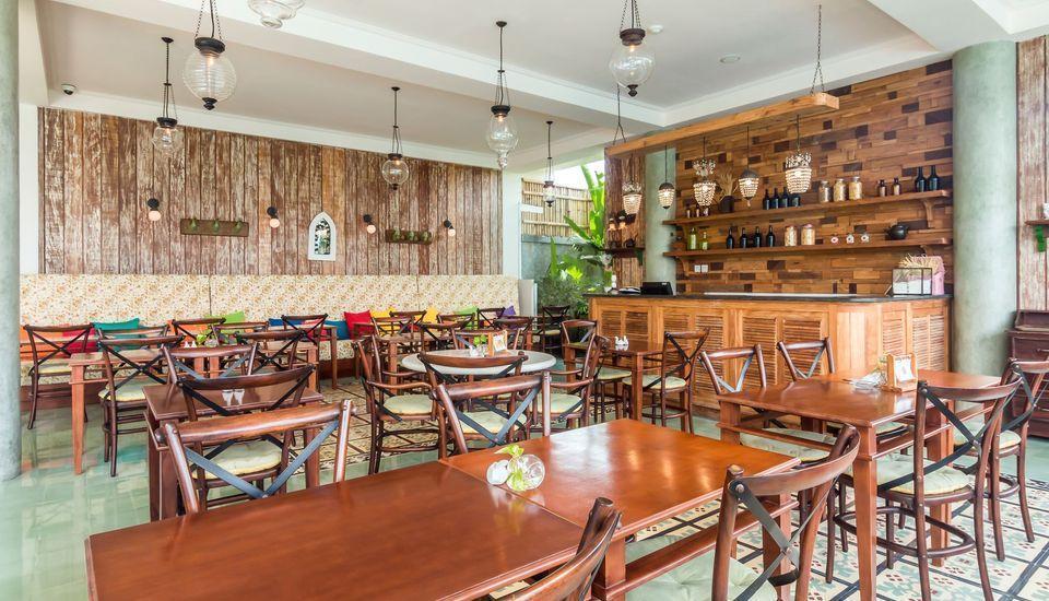 ZEN Premium Seminyak Laksamana Bali - Restoran