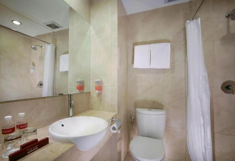Favehotel Hyper Square Bandung - Standard & Deluxe Bathroom