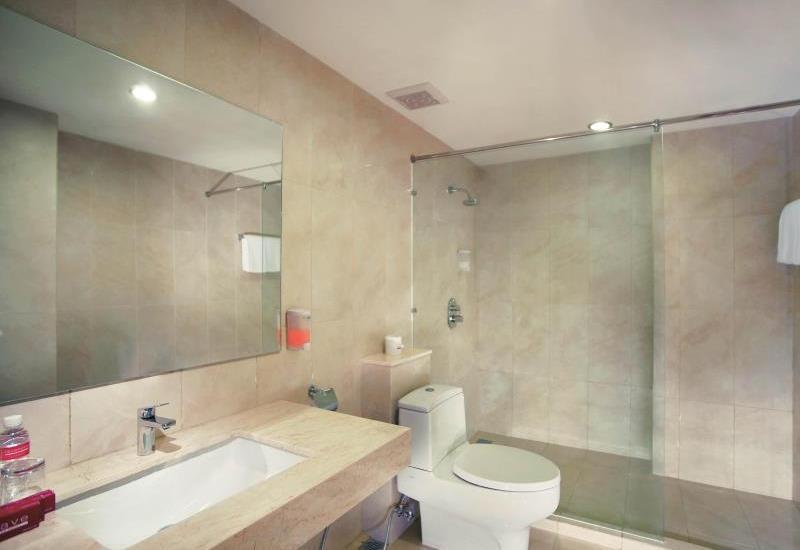 Favehotel Hyper Square Bandung - Executive Bathroom