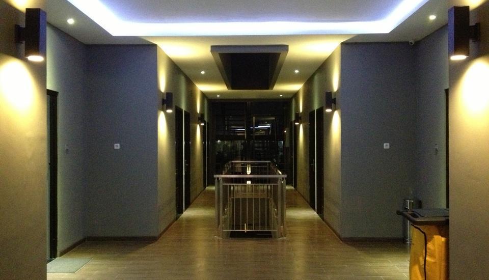 D River Guest House Bandung - Atrium