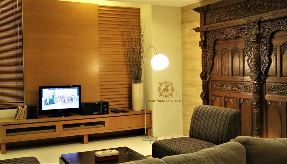 The Nibbana Villas Bali - ruang tengah / ruang tv