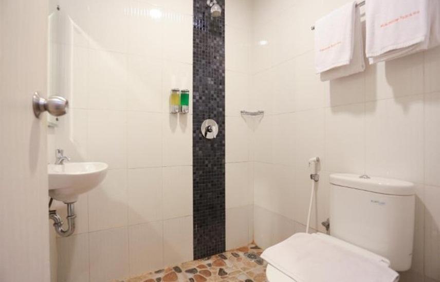Makassar Beach Inn Makassar - Kamar mandi