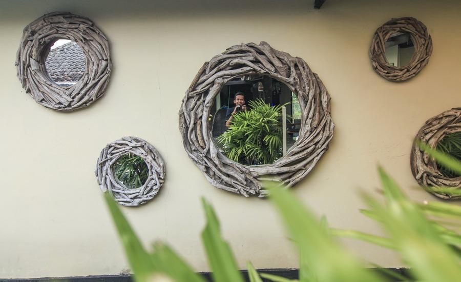 Villa Padi Pakem Yogyakarta - tembok cermin