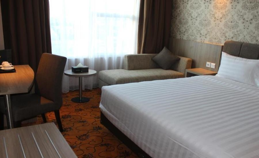 Hotel Remcy Panakkukang Makassar - Deluxe Queen Bed Room Regular Plan