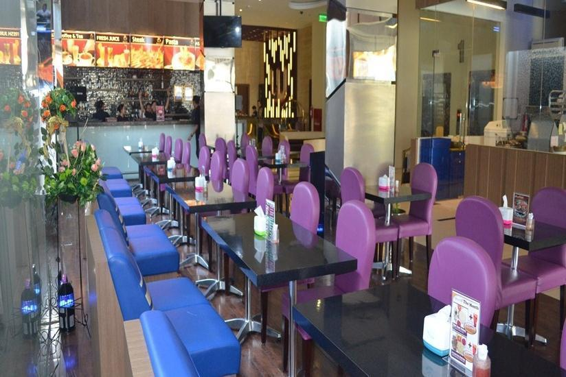 World Hotel Jakarta - Marnos Cafe